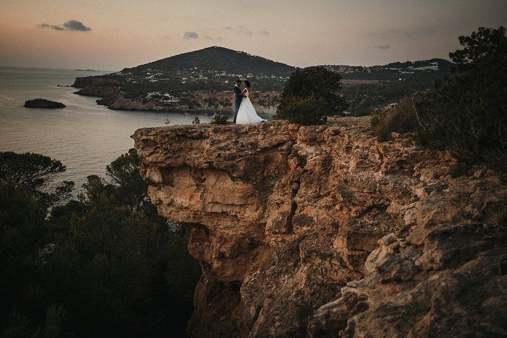 reportaje de boda en ibiza frente a la isla de es vedrá