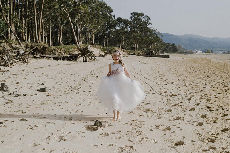 Sesión de fotos de comunión en playa de Laredo en Cantabria