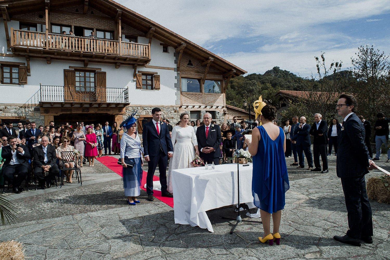 Foto lectura de  invitados boda