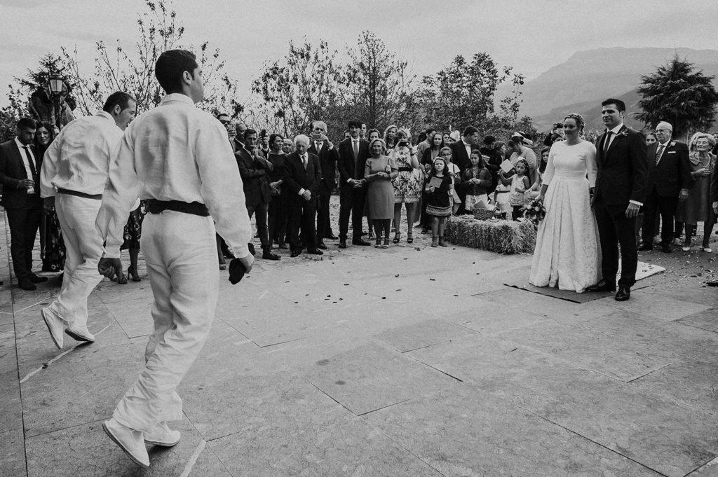 Foto del baile tradicional vasco aurresku para boda