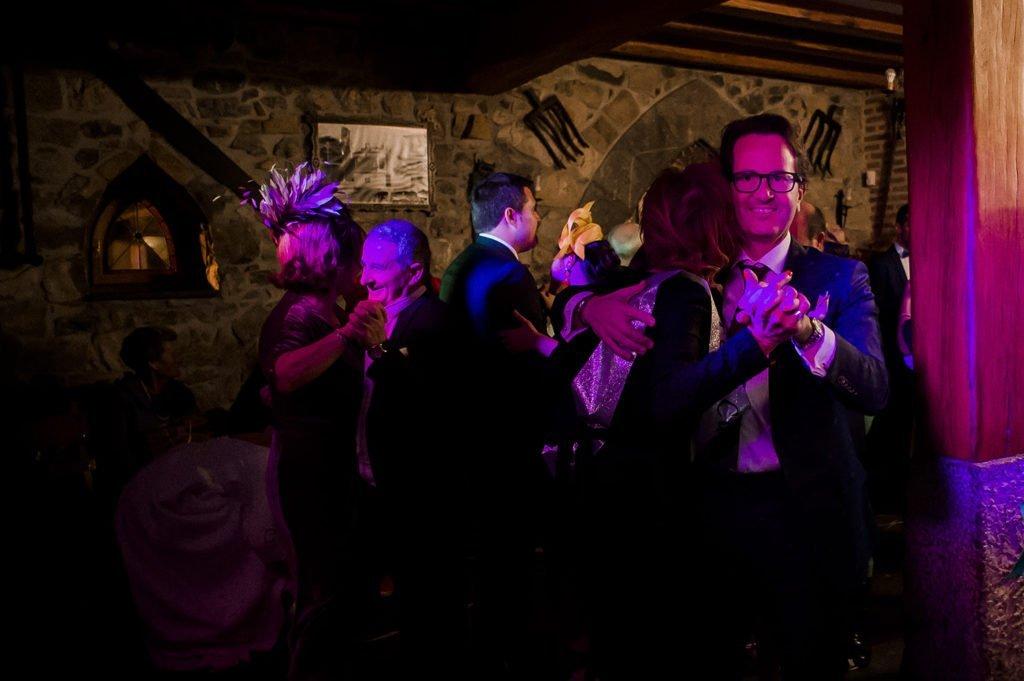 Fotografia de invitados Bailando