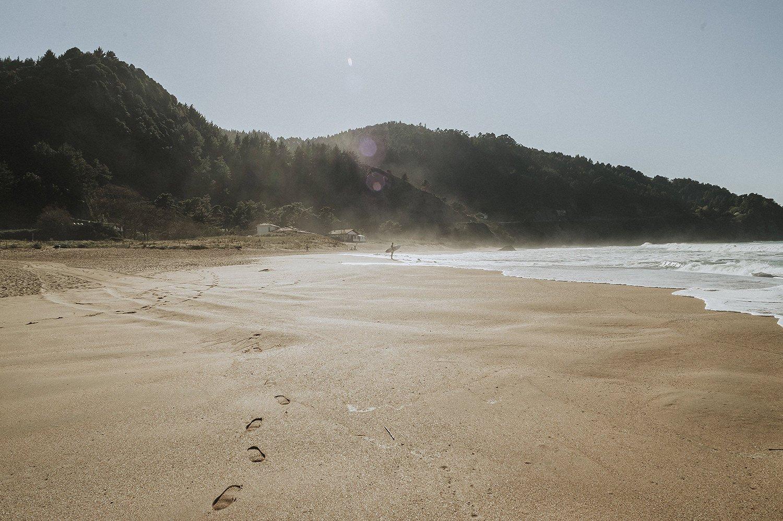Reportaje de comunión en la playa de laga, situado en la reserva de la natural del Urdaibai en Bizkaia