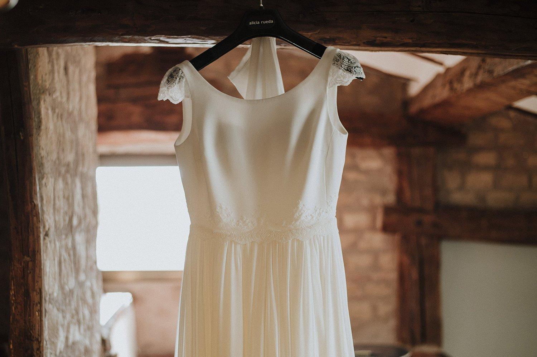 foto vestido de novia de Alicia rueda boda en la finca el Encinar