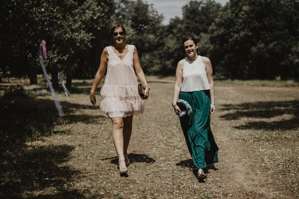 invitados llegando a la boda