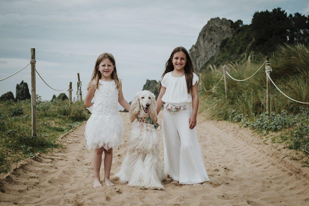 foto de comunión en la playa de Laga