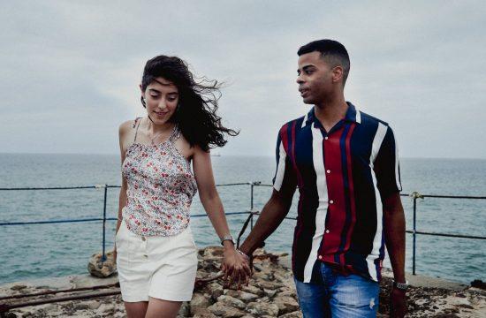Reportaje de pareja desde Pobeña por la vía verde de los montes del hierro (Muskiz)